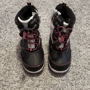New Carters size 6 toddler boots